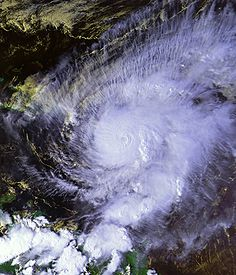 Hurricane_Lenny_17_nov_1999